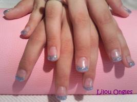 ongles turquoise pailleté